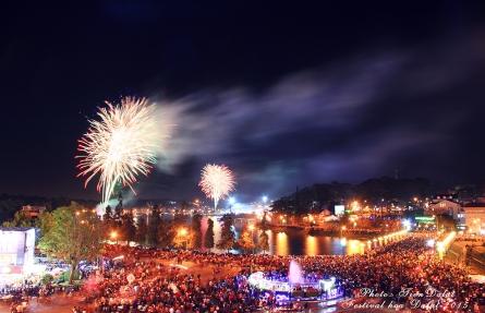 Video toàn cảnh bắn pháo hoa ở Đà Lạt tết 2019 - Cận cảnh pháo bông đêm giao thừa tại hồ Xuân Hương Đà Lạt